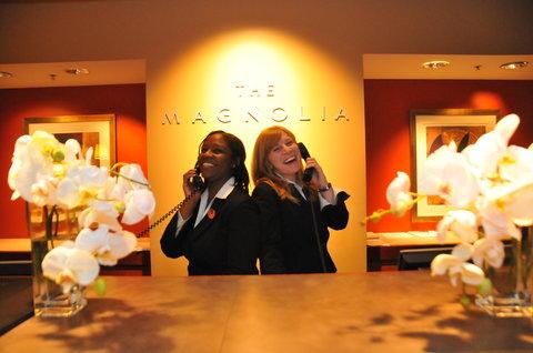 The Magnolia Hotel Dallas - Magnolia Front Desk