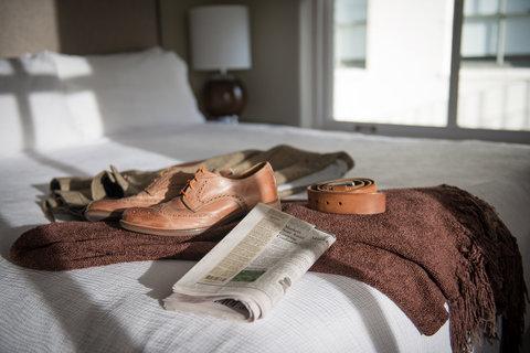 The Magnolia Hotel Dallas - Bed Morning