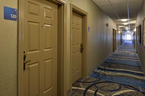 Country Inn & Suites By Carlson, O'fallon, Mo - Hallway