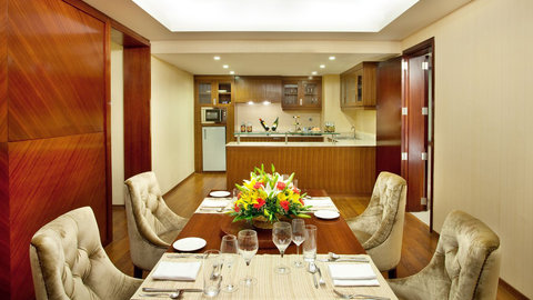Holiday Inn COCHIN - Presidential Suite Dining Area