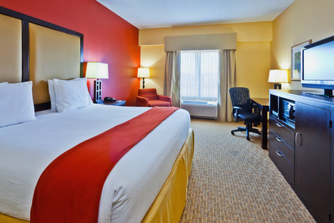 Holiday Inn Express & Suites NASHVILLE-OPRYLAND - King Bed Guest Room