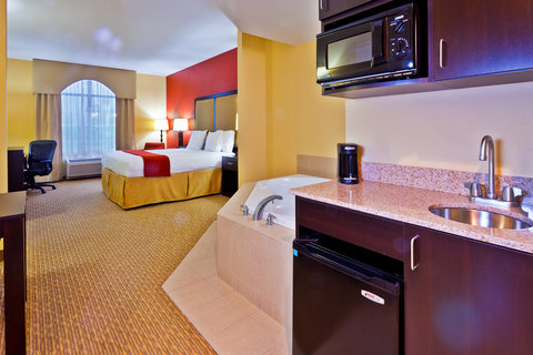 Holiday Inn Express & Suites NASHVILLE-OPRYLAND - Jacuzzi Suite
