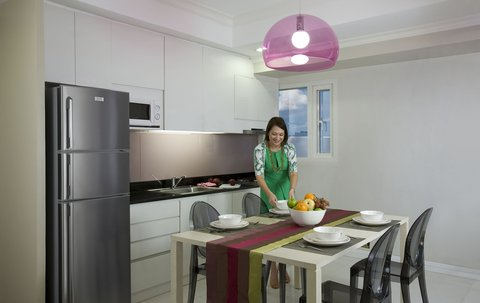 Fraser Place Manila - Kitchenette and Dining Area