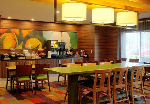 Fairfield Inn & Suites Dallas North by the Galleria - Breakfast Room