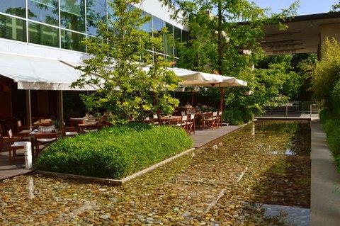 انتركوتيننتال جنيف - Terrace of Restaurant Woods