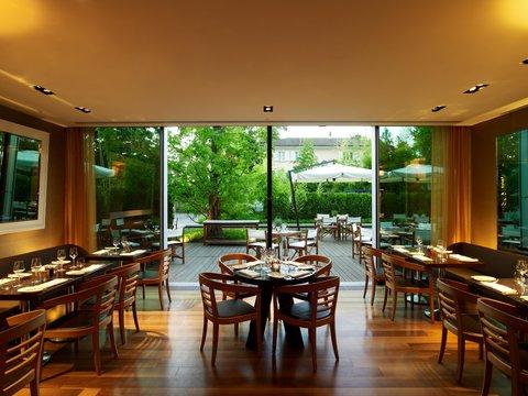 انتركوتيننتال جنيف - Enjoy the Terrace of the Woods Restaurant
