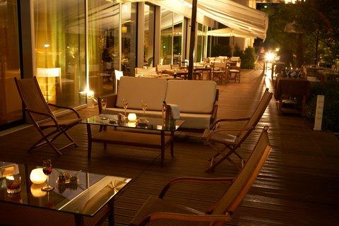 انتركوتيننتال جنيف - The Terrace of Woods Restaurant  a perfect venue for diner