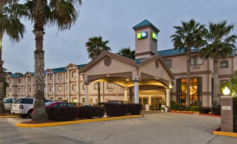 Holiday Inn Express Hotel & Suites Lake Charles - Hotel Exterior