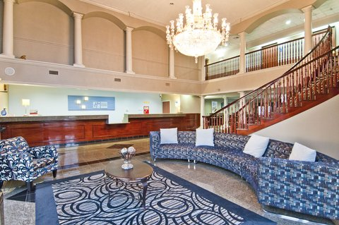 Holiday Inn Express Hotel & Suites Lake Charles - Lobby Lounge