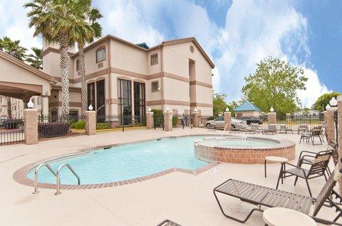 Holiday Inn Express Hotel & Suites Lake Charles - Swimming Pool