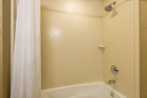 Holiday Inn Express Hotel & Suites Clovis - Standard Guest Bathroom