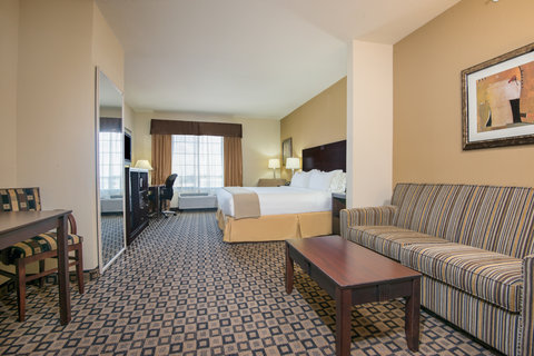 Holiday Inn Express Hotel & Suites Clovis - King Suite