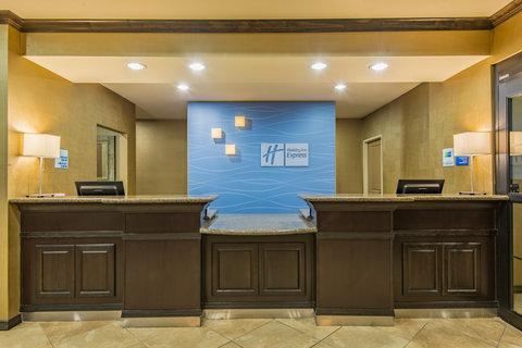Holiday Inn Express Hotel & Suites Clovis - Hotel Lobby