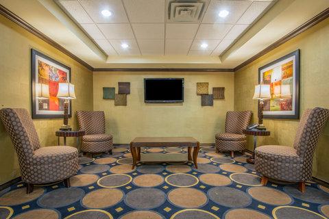 Holiday Inn Express Hotel & Suites Clovis - Lobby Lounge