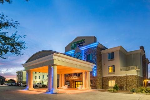 Holiday Inn Express Hotel & Suites Clovis - Hotel Exterior