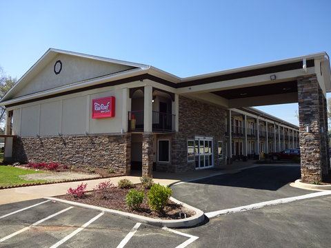 Red Roof Inn & Suites Greenwood, SC - Exterior