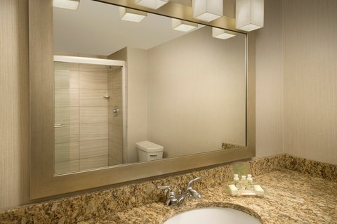 Wingate by Wyndham El Paso Airport - Modern Guest Bathrooms at Holiday Inn El Paso Airport