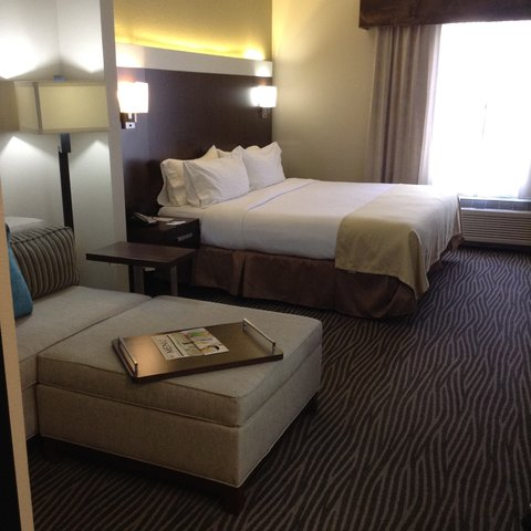 Wingate by Wyndham El Paso Airport - Relax in our Spacious King Room with Sofabed