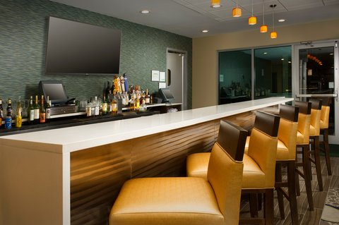 Wingate by Wyndham El Paso Airport - Burger Theory Bar and Lounge inside Holiday Inn El Paso Airport