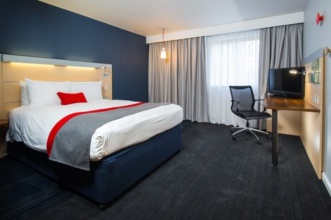 Holiday Inn Express EXETER M5, JCT. 29 - Control your temperature with adjustable air-conditioning