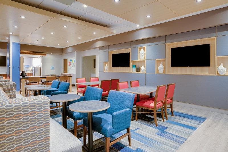 Holiday Inn Express & Suites Ft. Washington - Philadelphia 1