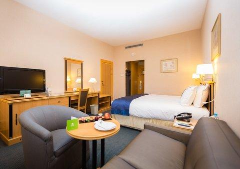 Holiday Inn YANBU - King Bed Guest Room