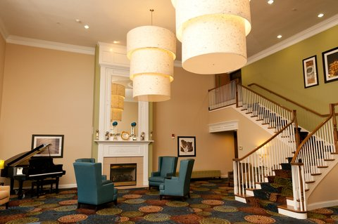 Holiday Inn Express & Suites BLOOMINGTON CITY CENTER-NORMAL - Hotel Lobby
