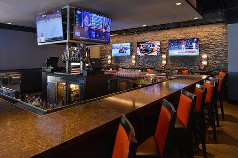 Holiday Inn - Bar and Lounge