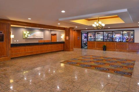 Holiday Inn - Hotel Lobby