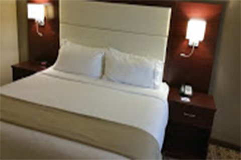 Holiday Inn Express & Suites LANTANA - Guest Room