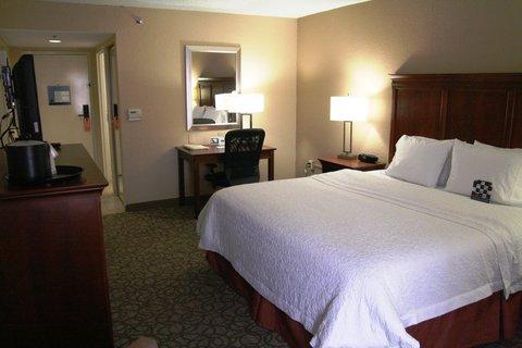 Hampton Inn Gainesville FL - King Bedroom