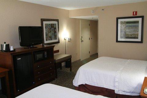 Hampton Inn Gainesville FL - Accessible Two Queen Bedroom