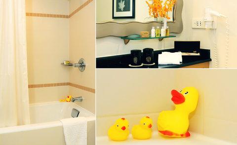 Caravelle Hotel - Deluxe Bathroom at Caravelle Saigon