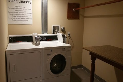 Holiday Inn Express & Suites LANTANA - Laundry Facility