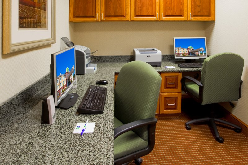 Holiday Inn Express & Suites PARKERSBURG - MINERAL WELLS - Mineral Wells, WV