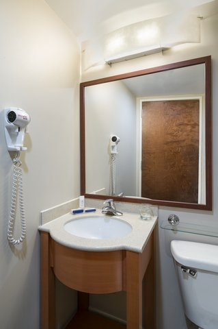 Candlewood Suites NEW YORK CITY- TIMES SQUARE - Guest Bathroom