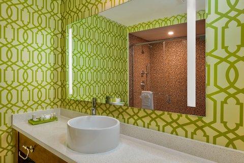 Holiday Inn Express ANAHEIM MAINGATE - Guest Bathroom