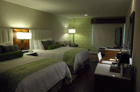 Holiday Inn Express ANAHEIM MAINGATE - Hotel Indigo Anaheim  Queen Queen Guest Room