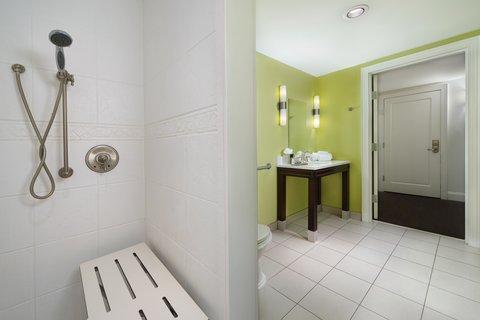 Hotel Indigo NASHVILLE - ADA Accessible Guest Bathroom