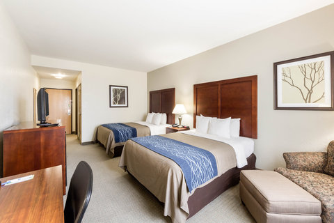 Comfort Inn & Suites Calallen - Guest room with queen beds