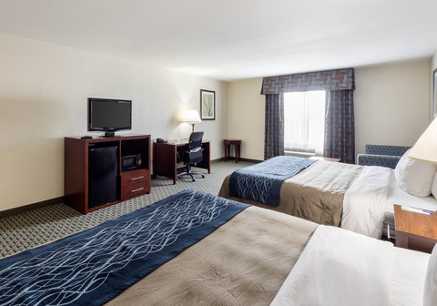 Comfort Inn & Suites Calallen - Guest room with two kings