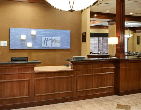 Holiday Inn Express & Suites DETROIT DOWNTOWN - Front Desk