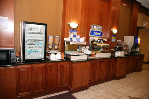 Holiday Inn Express & Suites DETROIT DOWNTOWN - Complimentary Full Hot Breakfast made for Guests Every Morning