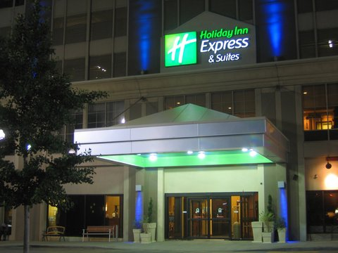 Holiday Inn Express & Suites DETROIT DOWNTOWN - Welcoming Entrance at Nighttime