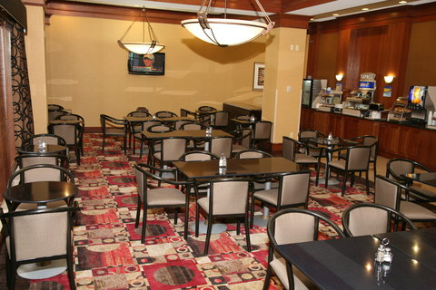 Holiday Inn Express & Suites DETROIT DOWNTOWN - Plenty of Seating is Available for Guests during Breakfast