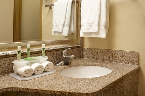 Holiday Inn Express & Suites DETROIT DOWNTOWN - Bathroom Amenities