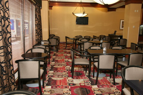 Holiday Inn Express & Suites DETROIT DOWNTOWN - Complimentary Breakfast Area with Spacious Seating for Guests