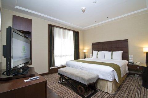 Holiday Inn Bangkok - Junior Suite King Bed Guest Room