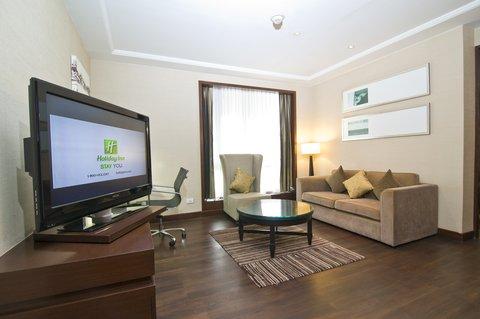 Holiday Inn Bangkok - Junior Suite Guest Living Room
