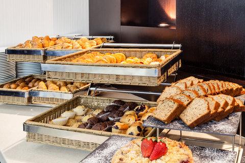 فندق هوليدي ان البرشا - Continental Breakfast